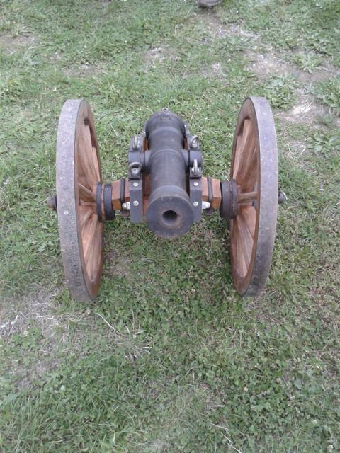 A cannon at the weapons exhibition.